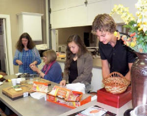 youth.volunteers-kitchen.jpg